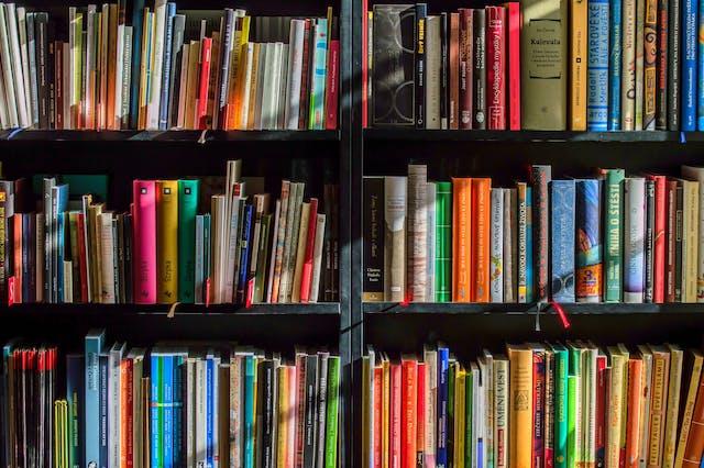 【東京】専門書を売るのにおすすめの買取店10選。高価買取のコツは?