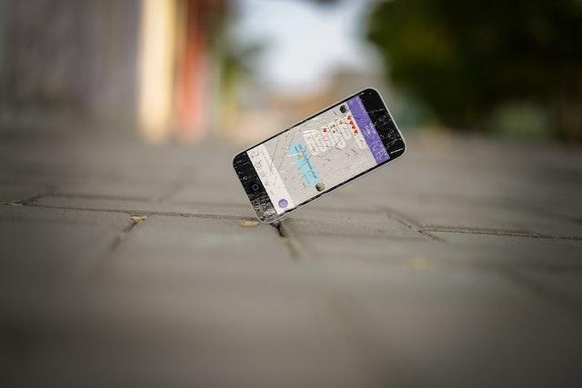 【福岡】iPhone修理店を価格で比較!正規店と非正規店のメリット・デメリットは?