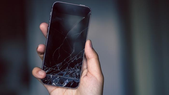 壊れたiPhone 買取