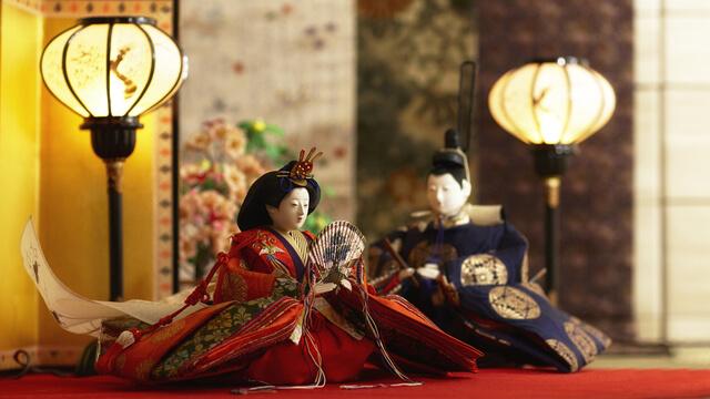 2体の雛人形