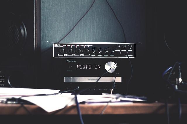 speaker-2572088_640